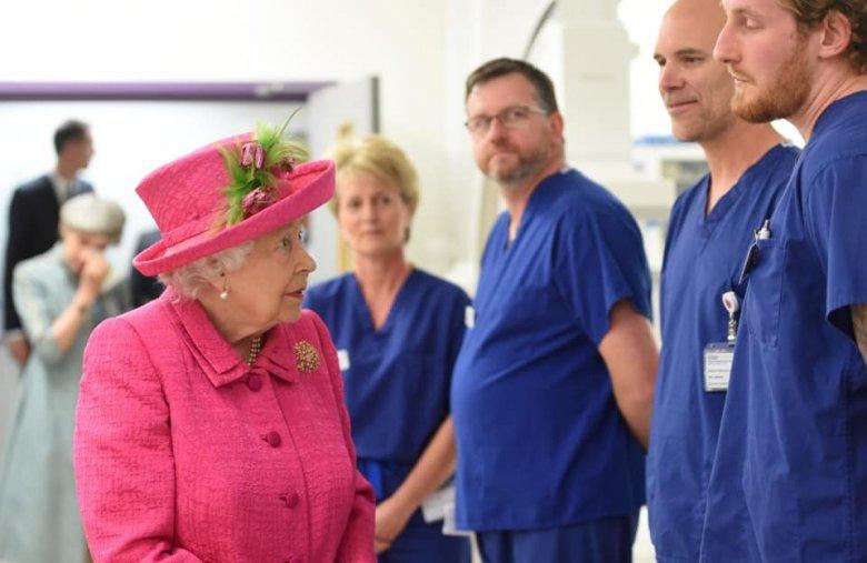 """""""Együttes erővel és elszántsággal legyőzzük a járványt"""" – üzente alattvalóinak a brit királynő"""
