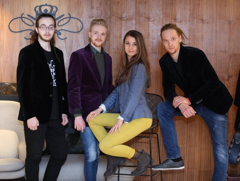 Elvisznek végre koncertre: új lemez, élő fellépés az Inneffable zenekartól