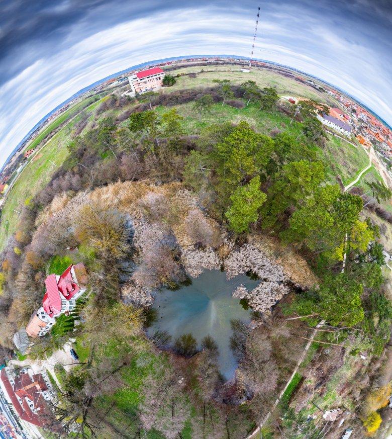 A turizmus leállása óta megnőtt a vízszintje a kiszáradt püspökfürdői tündérrózsás tónak