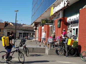 Kiszolgálás két keréken: a szabadság és a laza időbeosztás miatt szeretik munkájukat a biciklis futárok