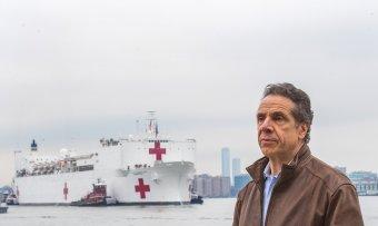 Bocsánatot kért, de nem mond le a szexuális zaklatással vádolt New York-i kormányzó