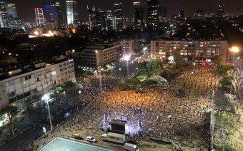 Példátlan módon tüntettek több ezren a járvány közepette Netanjahu ellen Izraelben