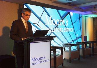 Újabb leminősítés: negatívra rontotta a román államadós-osztályzat kilátását a Moody's