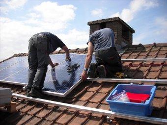 Napelemprogram: új útmutatót adott ki a környezetvédelmi tárca, pénzüket várják a kivitelezők