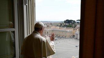 A járvány okozta lelki és gazdasági válságról beszélt Ferenc pápa virágvasárnap