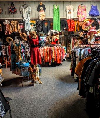 Bezárnának a plázákban működő boltok, állami támogatást kérnek a kiskereskedők