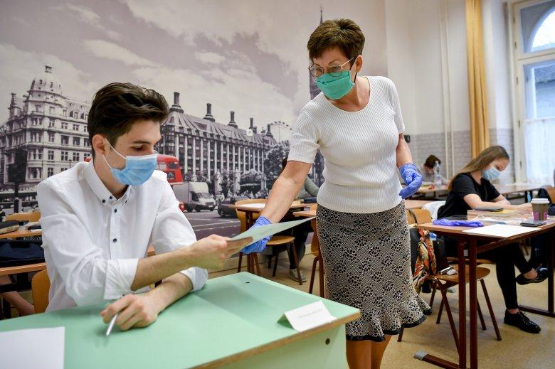 Idén csak írásbeli próbája lesz az érettséginek a járvány miatt