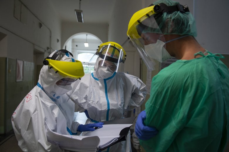 Heti összkép: csökkent a fertőzöttek száma, vajon túl vagyunk a járványgörbe csúcsán?