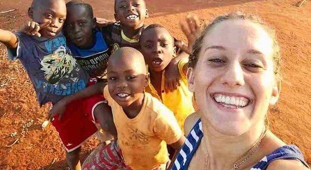 Kiszabadították az Afrikában másfél éve túszul ejtett olasz önkéntest