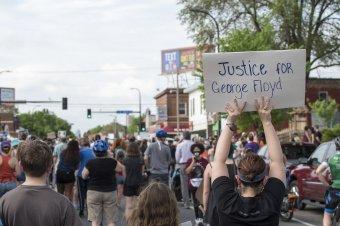 George Floyd-ügy: bűnösnek mondták ki a rendőrtisztet, Joe Biden óriási lépésnek nevezte az ítéletet