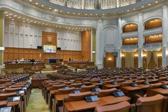 A különnyugdíjakra és a választási törvényre hivatkozva kéri az USR–PLUS a képviselőház elnöki tisztségét