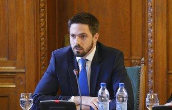 Országgyűlés külügyi bizottsága: Iohannis a régi típusú soviniszta vírus hordozójává vált