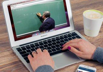Menet közben tanulják a távoktatást a pedagógusok