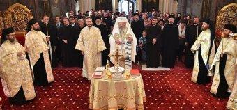 Ellenzi a melegházasság elismerésének kötelezővé tételét a román ortodox egyház