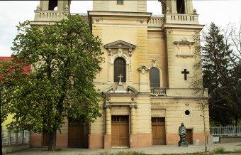 Felállították, és magyar felirat is kerül Rimanóczy Kálmán egészalakos szobrára