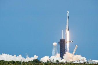 Felszállt a SpaceX űrhajó két emberrel a fedélzetén a floridai űrállomásról
