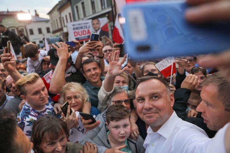 Exit poll: Andrzej Duda nyerte a lengyel államfőválasztás első fordulóját