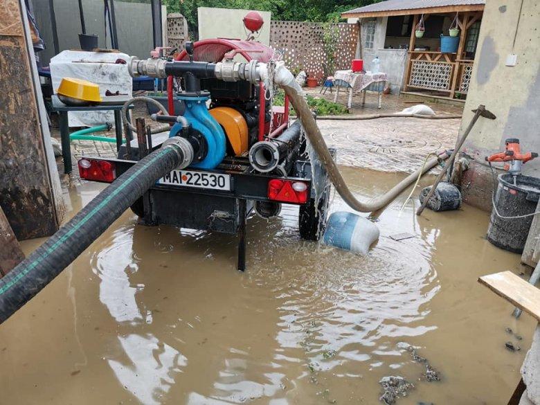 Az ország 16 megyéjében kellett beavatkozniuk a katasztrófaelhárító egységeknek a viharok és a heves esőzések miatt