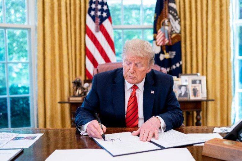"""Trump kitart a perek mellett, jogásza ígéri, több tagállamban """"megfordítják a választási eredményeket"""""""