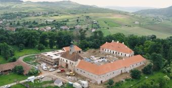Mentik a Teleki-örökséget: jól haladnak a paszmosi kastély felújítási munkálatai