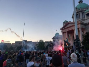Ismét erőszakos tiltakozás alakult ki Belgrádban, nem lesz kijárási tilalom