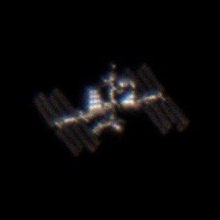 Kisiratosról lencsevégre kapott űrkapszula és űrállomás