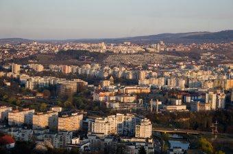 """Még nem reagált az ingatlanpiac a válságra: továbbra is """"egekben"""" a lakásárak"""