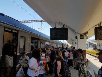 Búcsú az ingyenes vonatozástól? A kormány legújabb tervei szerint 50 százalékos jegyárat fizethetnek az egyetemisták