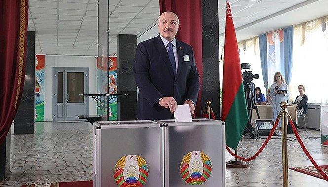 Minszk az új hidegháború egyik terepe – Az elnyomásra építő Lukasenka az EU szankciói és Putyin fojtó ölelése között