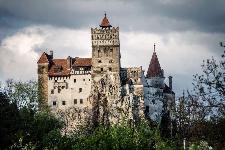 Oltásturizmus, avagy két legyet egy csapásra: hétvégenként a törcsvári kastély meglátogatása közben is lehet oltakozni