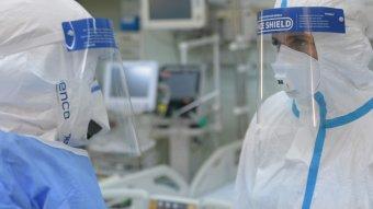 Kimerültek, nehezen tartják a frontot az orvosok – Covid-kórházban filmeztek a Recorder újságírói