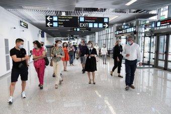Két év késéssel ugyan, de végre átadták a nagyváradi repülőtér új terminálját
