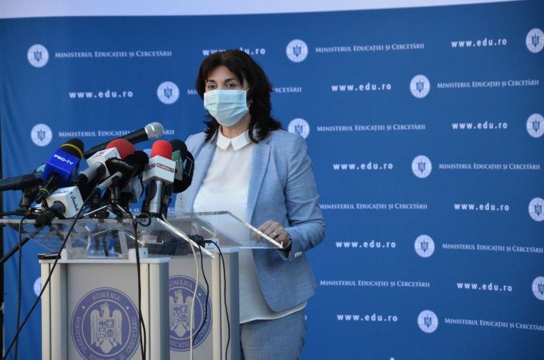 Oktatási miniszter: az iskolák bezárásával szolidaritást vállalunk az orvosokkal