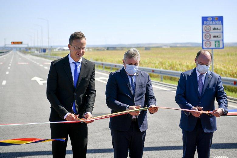 Közös siker: átadták a Magyarország és Románia közötti második autópálya-határátkelőhelyet