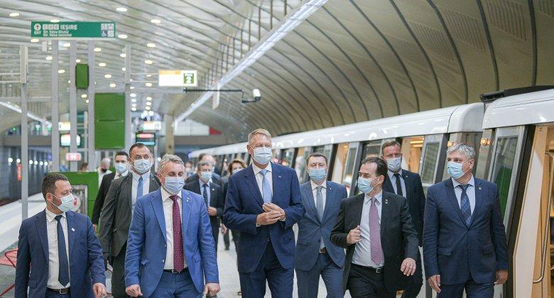 Bukarestben több éves késéssel felavatták a rendszerváltás utáni első új metróvonalat