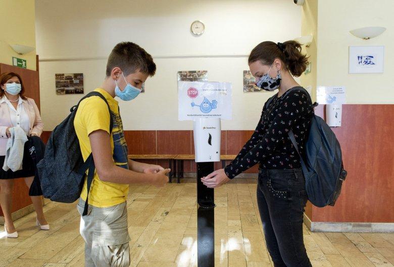 Mintegy 2 millió 800 ezer gyermek kezdi el az új tanévet a koronavírus-járvány közepette