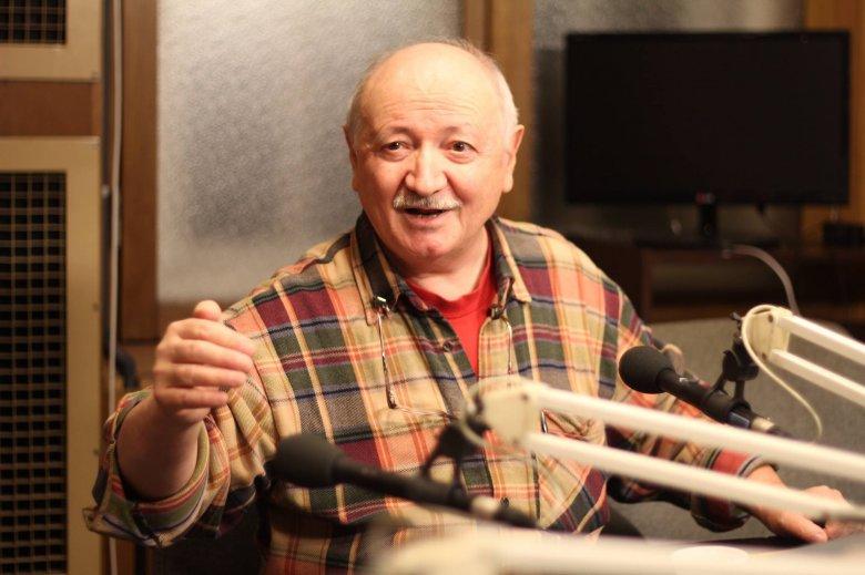 A történetek, amelyek megvilágítják egymást – Szávai Géza író Illyés Gyula-díjáról, a világregény műfaji kísérletéről