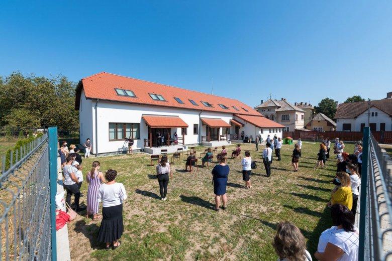 Húsz gyerek kezdte a tanévet a vadonatúj tordai óvodában