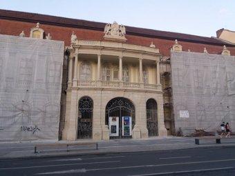 Visszanyerte régi pompáját a kolozsvári Bánffy-palota főtéri homlokzata