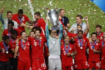 Neuer az évtized legjobb kapusa