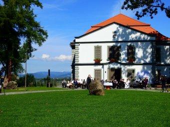 Megújult a Petőfi emlékét őrző Teleki-kastély: felavatták Koltó frissen renovált impozáns emlékhelyét