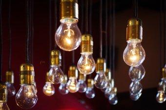 Időt adnának a villanyáram-szolgáltató kiválasztására, lépni kell, ha nem akarunk többet fizetni