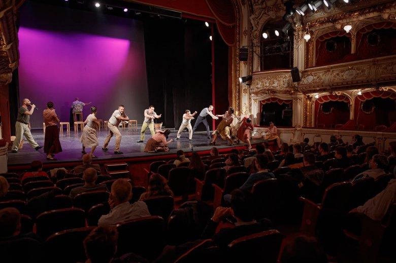 Újranyithatnak Nagyváradon az éttermek, közönséggel búcsúztatja az óévet a Szigligeti Színház