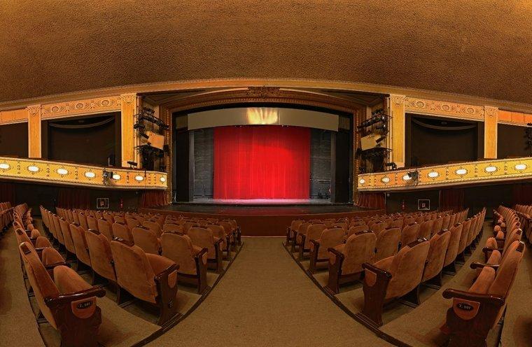 Várat magára a kolozsvári és marosvásárhelyi színház felújítása