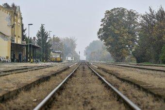 Vége a kényszerpihenőnek, korszerűsítik az Erdélybe vezető magyarországi vasútvonalat