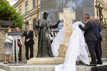 Márton Áron-szobrot avattak Kaposváron