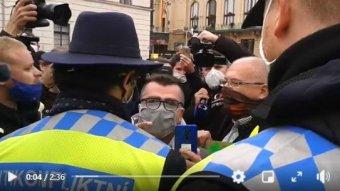 Prágában is utcára vonultak a kormány óvintézkedései ellen (VIDEÓVAL)