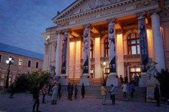 Óévbúcsúztató élőben a Szigligeti Színházban: klasszikus kabaréval várja közönségét a kapuit újra megnyitó nagyváradi teátrum