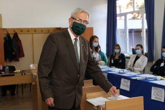 A magyar képviselet megerősítésére és megújulására szavazott Tőkés László