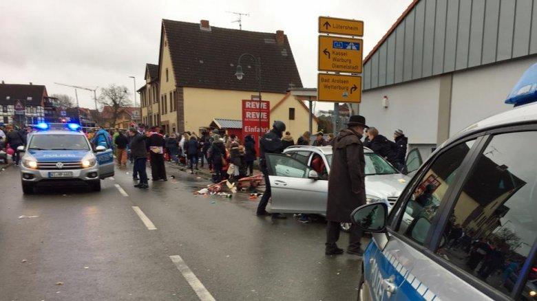Szándékosan hajtott a tömegbe egy autós egy németországi farsangi felvonuláson
